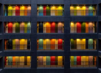 Современные межкомнатные двери: разнообразие стилей, цветов и фактур