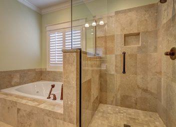 Кафельная скрижаль очень красивый и доступный строительный материал для фанеровки ванной