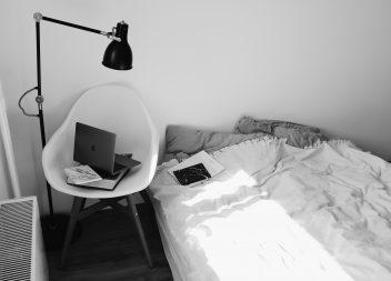 Красота в простоте: стильная спальне только в белом цвете