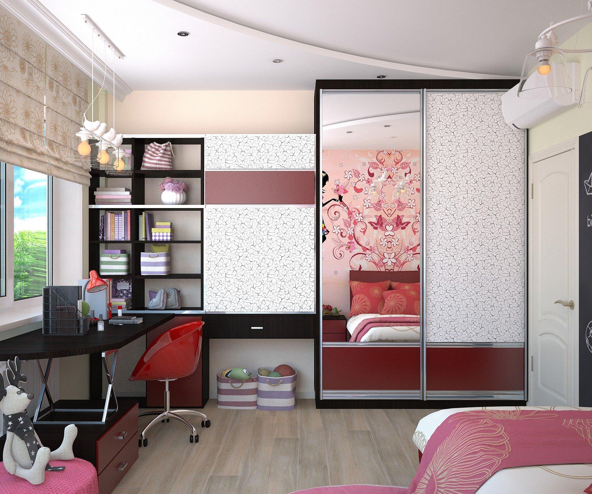 Интерьер детской комнаты для подростка с элементами красного цвета