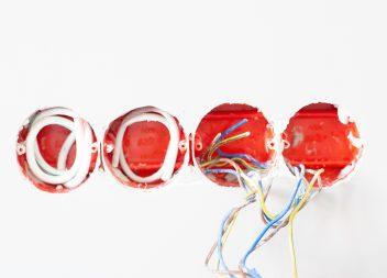 Почему в быту используется переменный ток?