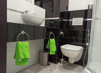 Интерьер ванной в черно-белом цвете