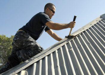 Как покрыть крышу дома ондулином