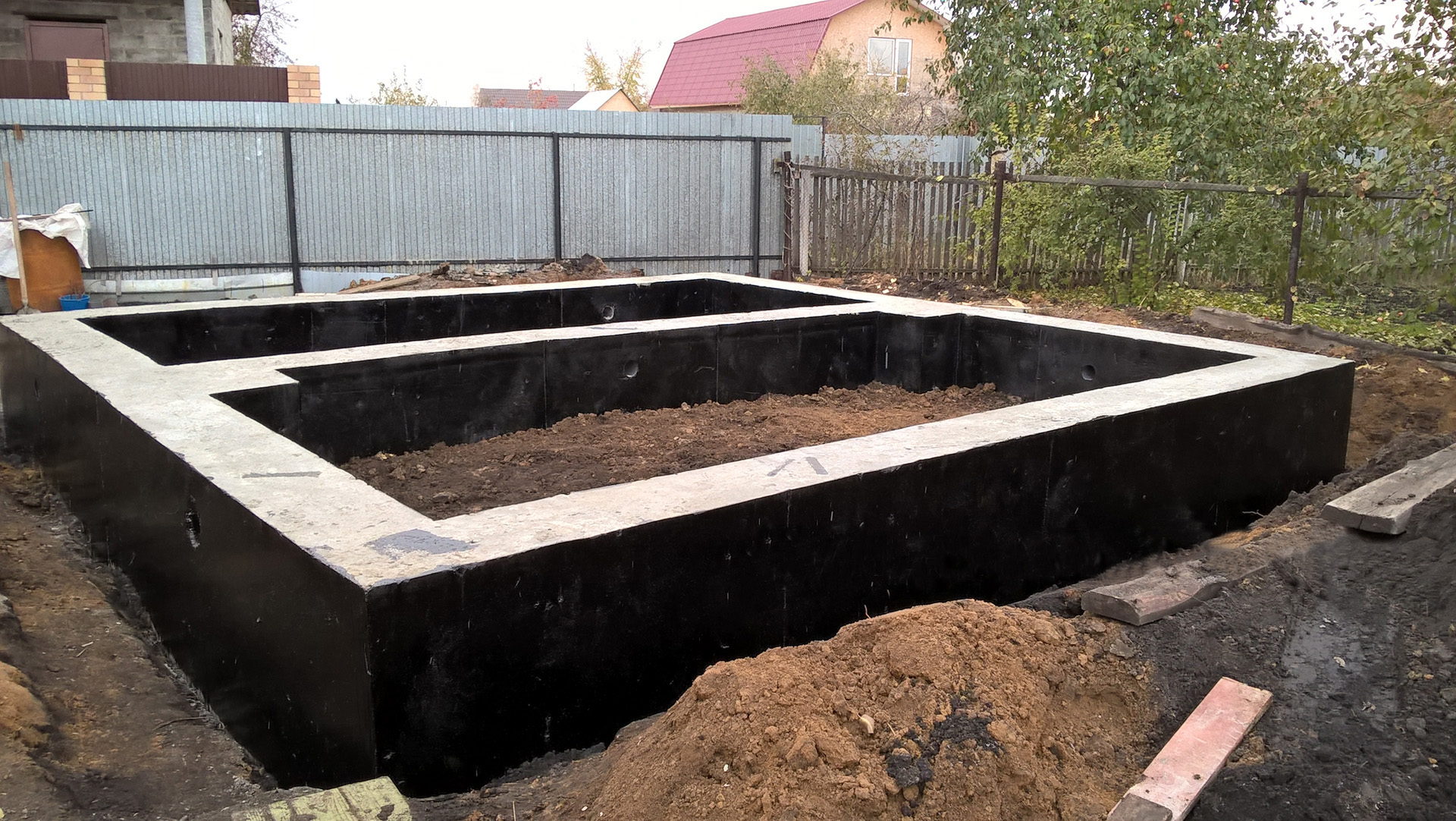 Ленточный фундамент под садовый дом