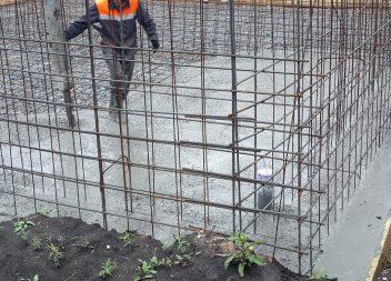 Заливка бетонного пола и подошвы фундамента