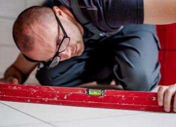 Лёгкий способ проверить строительный уровень на точность