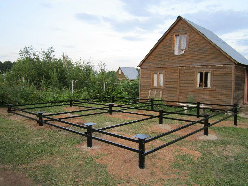 Фундамент на винтовых сваях для дачного дома