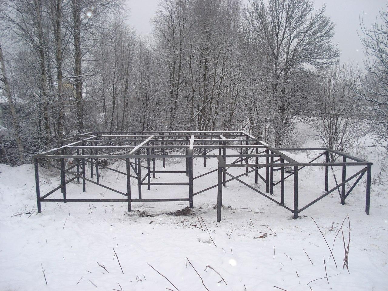 Монтаж свайно-винтового фундамента зимой