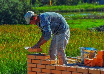 Строительство фундамента под кирпичный дом
