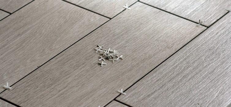 Что нужно делать, если швы плитки начали сужаться