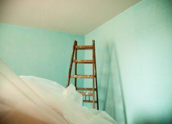 Лёгкий способ качественно покрасить потолок, своими руками