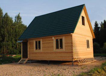 Дом из бруса на свайно-винтовом фундаменте