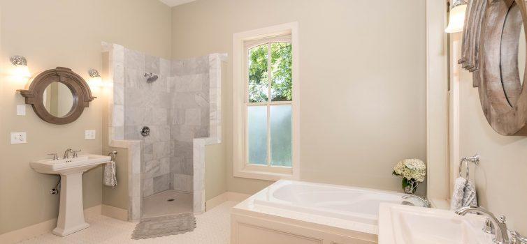 Как установить раковину в ванной?