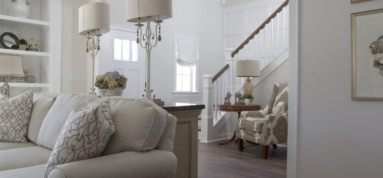 Какую лестницу выбрать для комфортного подъёма на мансардный этаж?