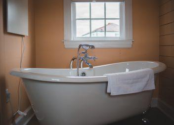 Установка ванны самостоятельно: правила и советы