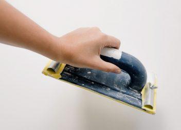 Зачистка шпаклевки своими руками