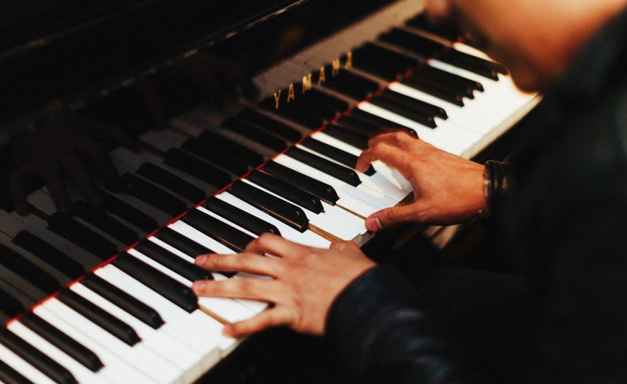 Стоит ли заниматься на клавишных инструментах имея короткие пальцы?